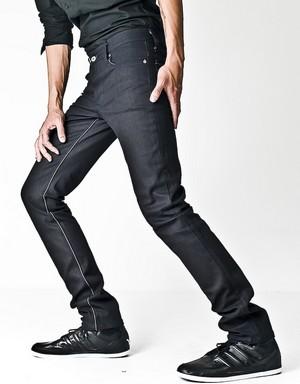 Les jeans noir, bon ou mauvais plan ?