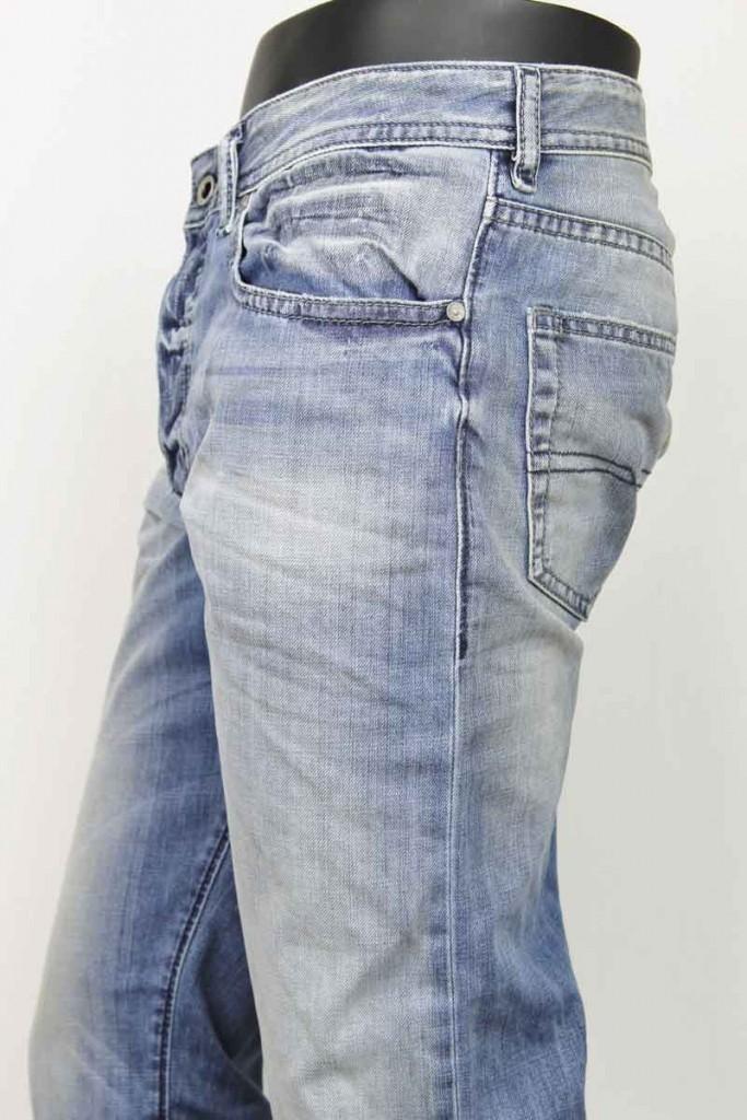 Les jeans homme: vêtements pratiques pour chaque saison