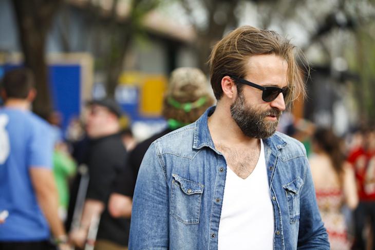 La chemise en jeans, un indispensable ce printemps