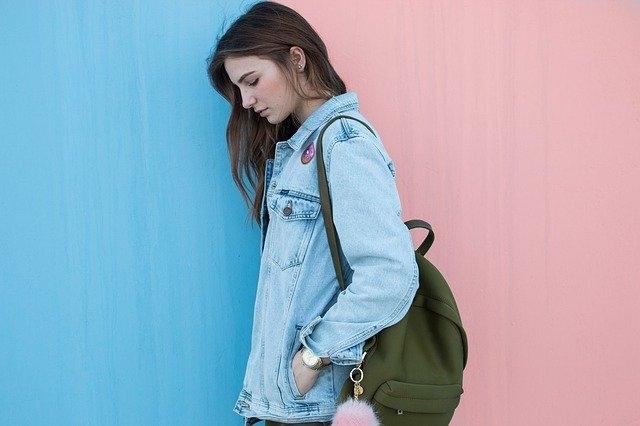 Qu'est-ce qu'un jean regular femme ?